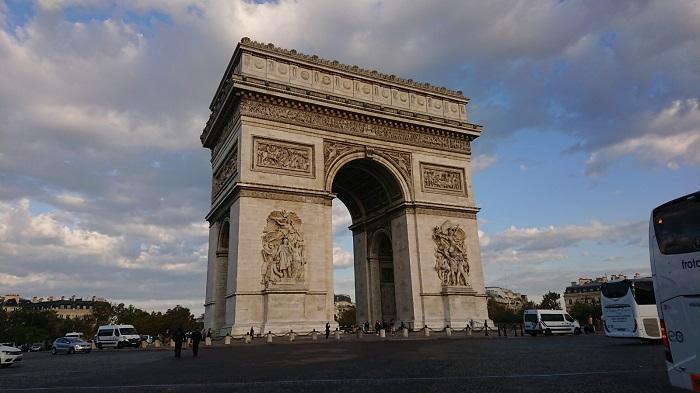 パリのシンボル!【エトワール凱旋門】