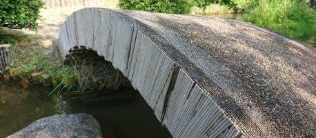 ビックリするほど頑丈!『割り箸』でつくった渡れる橋『日本箸』が砺波にあった